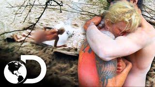 ¡Participante se quema la espalda mientras dormía al lado del fuego! | Supervivencia al desnudo
