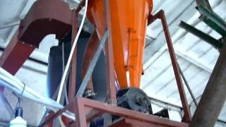 Линия по производству топливных брикетов.MOV(оборудование для производства топливных брикетов, гранул, древесного угля., 2011-10-10T12:20:41.000Z)