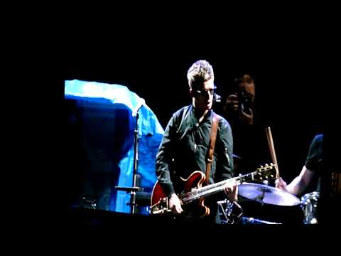 Noel Gallagher's High Flying Birds Live Argentina - Everybody's on the Run / Lock All the Doors