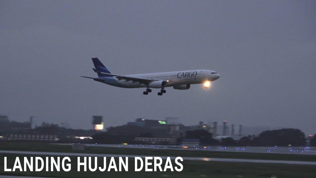 Landing Saat Hujan Deras, Pesawat Terbang Garuda Indonesia, Batik Air, Citilink, Lion Air di CGK