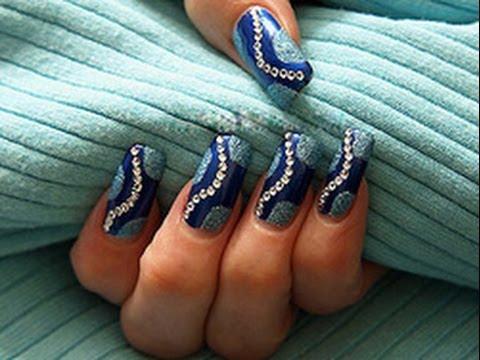 Голубые ногти со стразами