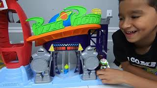 TOY STORY 4 PIZZA PLANET and Toy Story 4 Carnival Buzz Lightyear Pizza Truck