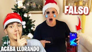 Le REGALO un iPhone 11 FALSO a Mi HERMANO PEQUEÑO por Navidad...*LLORA*