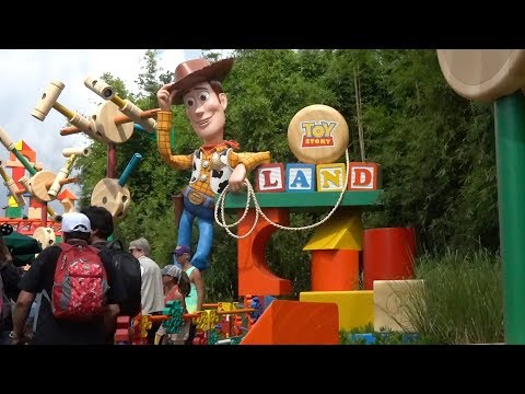 INSIDE Walt Disney World Resort – Episode 9: Toy Story Land's first month of operations