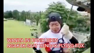 Video lucu - wanita ini histeris saat hendak flying fox