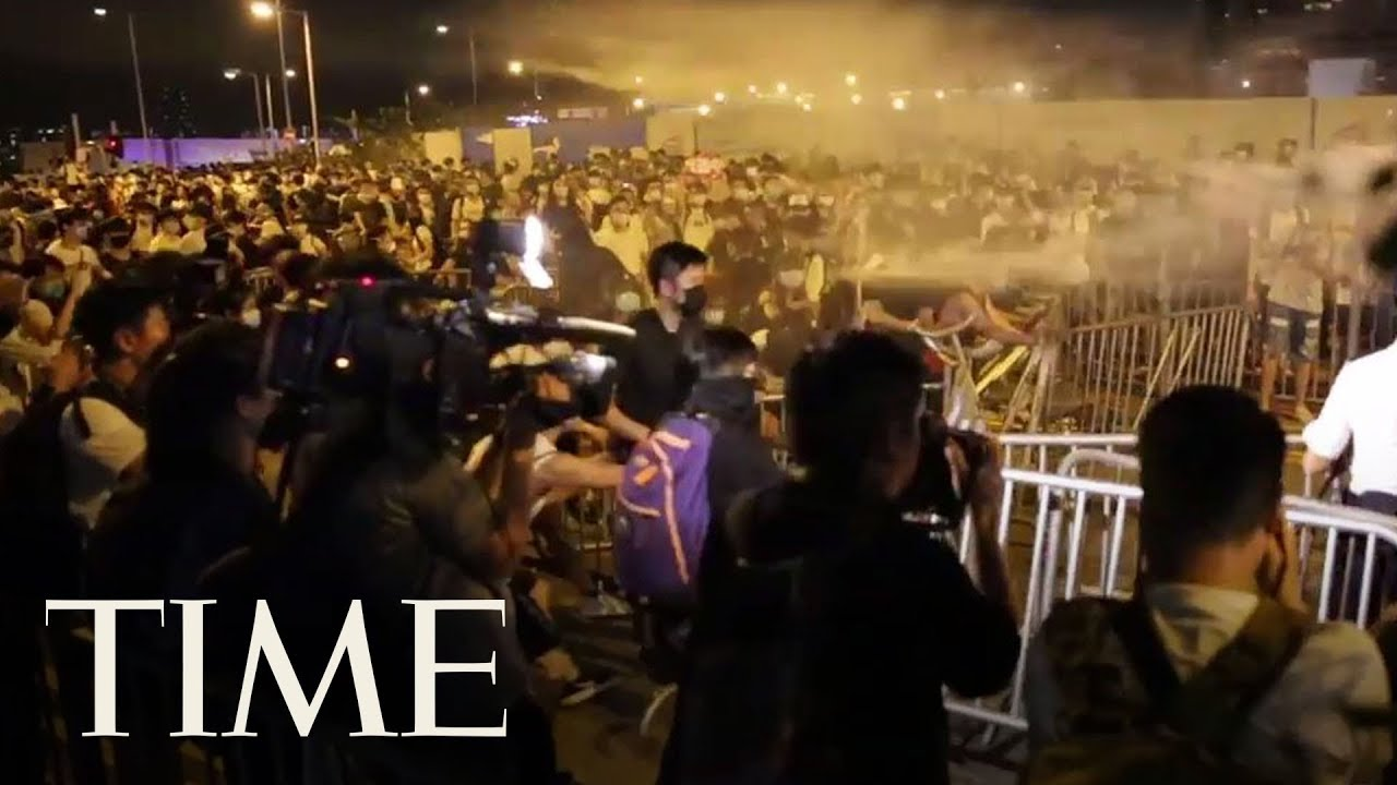 Hong Kong Protestors Clash With Officials Fighting Against New Extradition Law | TIME