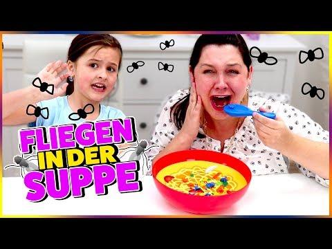 Ihhhh Fliege in der Suppe 🐝 ! Wer bekommt sie schneller raus? Geschichten und Spielzeug