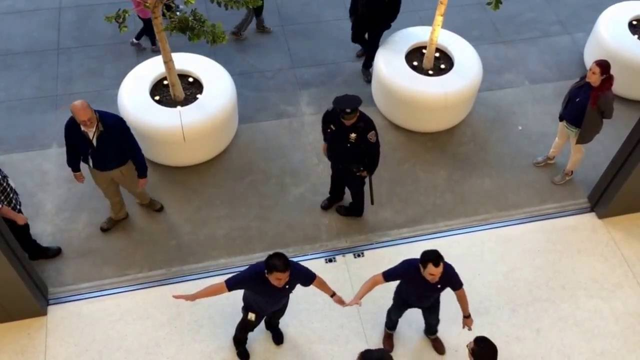 Sf Union Square Apple Store Giant Glass Doors Closing On The First