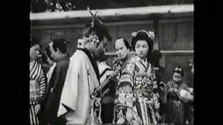 丹下左膳(大河内伝次郎)の声帯模写をする高峰秀子 の場面