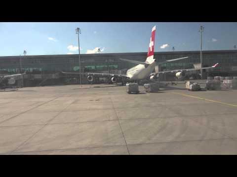 el-al-boeing-737-800-landing-runway-14-in-zurich-kloten-airport-escorted-by-police-car.