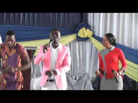 Nikupe Nini Bwana Live Ikiimbwa Na Masanja Kwenye Ibada MITO YA BARAKA