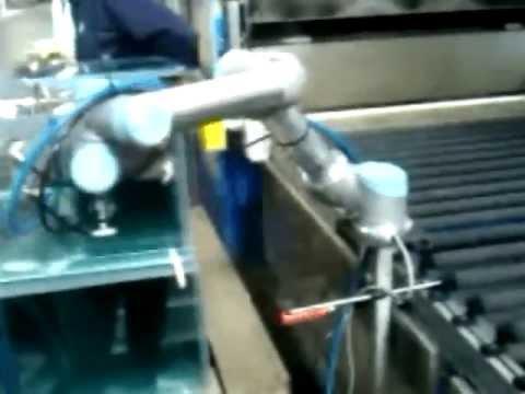 UNIVERSAL ROBOTS Glasscheibenhandling