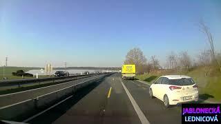 Na dálnici bez známky / Vpravo se nepředjíždí / Z našich silnic #34