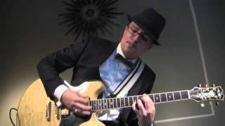 "Blue Morris - Burlesque classic, ""Harlem Nocturne,"" for guitar"