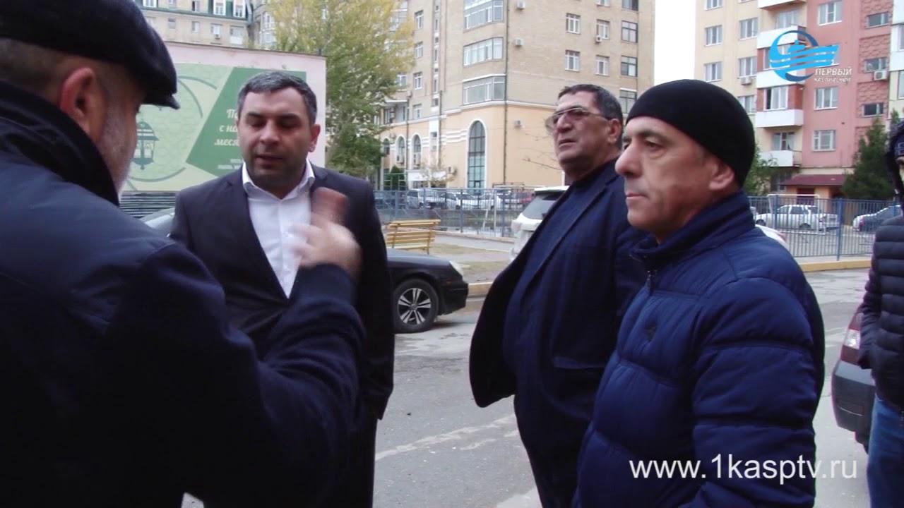 Затопленный двор  многоквартирных дворов по улице Ленина стали причиной комиссионного выезда представителей администрации