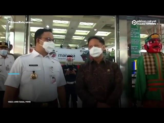 Bersama Anies Baswedan, Jokowi Tinjau Vaksinasi Covid 19 Massal Bagi Pedagang Tanah Abang