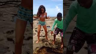 Pescando um peixe com a mão 🐟🐟😁😊