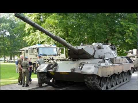 show-van-militaire-voertuigen-in-het-oranjepark-in-apeldoorn