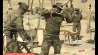 Azeri askeri canlı canlı yılanı yedi