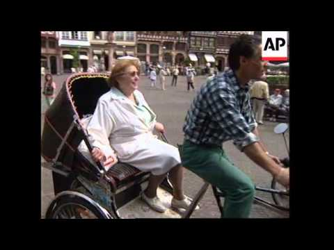 GERMANY: FRANKFURT: FLEET OF RICKSHAWS LAUNCHED