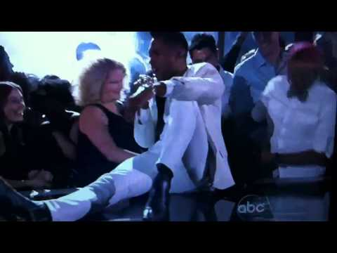 Miguel kicks two girls in the face at 2013 Billboards Music Awards (ORIGINAL)