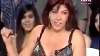 فضيحه غاده عبد الرازق تكشف صدرها بدون قصد على الهواء وهيا تهتف للسيسى