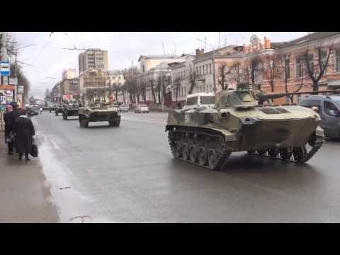 Жители Белгорода засняли огромную колонну военной техники