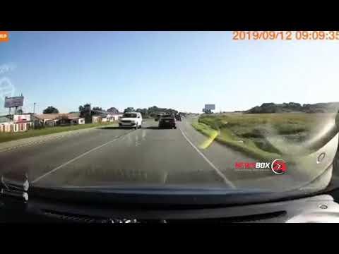 В Уссурийске невнимательность двух автомобилистов привела к серьезному ДТП