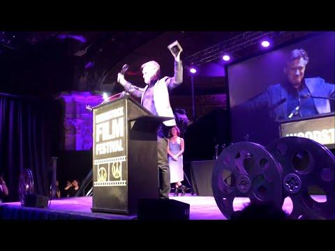 Bill Pullman breaks award moments after receiving it
