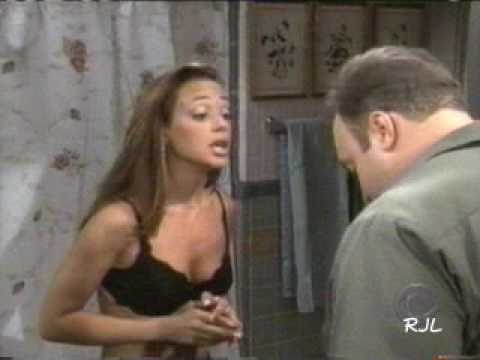 Leah Remini sexy (King of Queens)