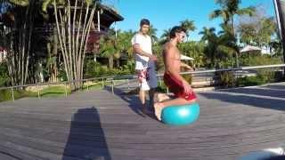Musculation terrasse: renforcer le tronc et les épaules (swiss ball)