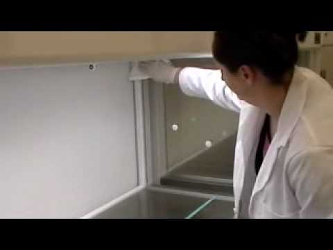 Cleaning a horizontal hood