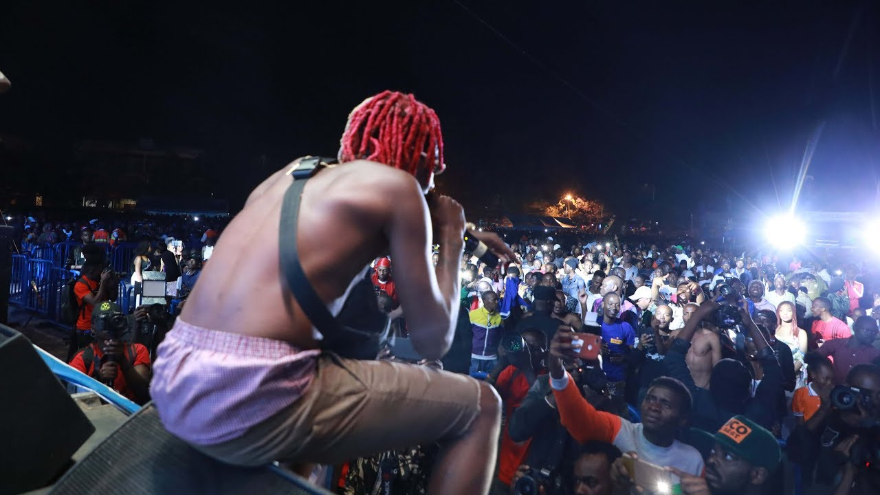 Ndebera BUSHALI uko kwa DIAMOND ahakoreye amateka   arahatwitse mu gitaramo   Uyu musore arakunzwe - YouTube