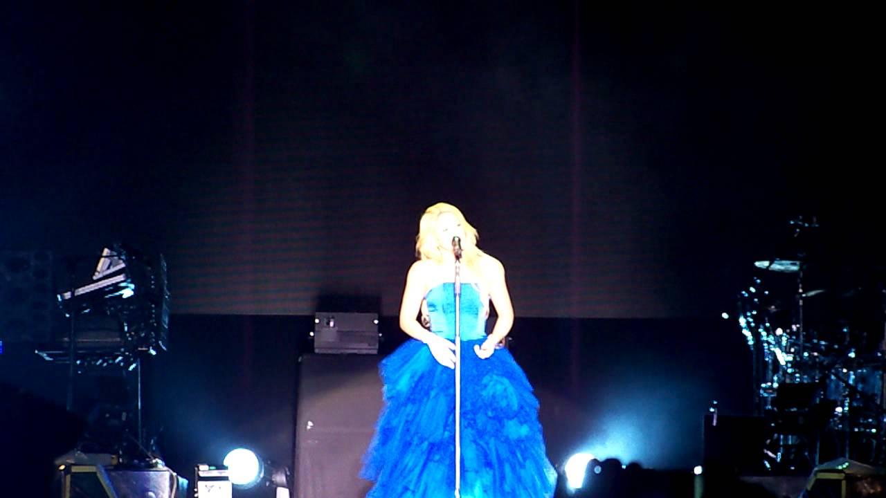 Shakira con su vestido azul