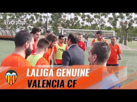 EL VALENCIA CF DI DE LALIGA GENUINE RECIBE EL APOYO DEL PRESIDENTE DEL CLUB