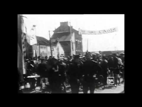 """Tour de France 1903 départ devant le café """"Au Réveil Matin"""" à Montgeron (reconstitution 1953)"""
