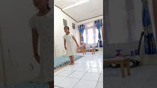 kakak asik dance diganggu adek