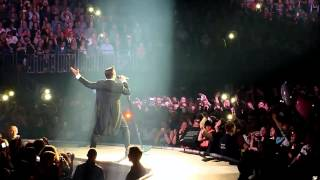 Robbie Williams - Swings Both Ways Live 01 Shine My Shoes O2 World Berlin 29.5.2014