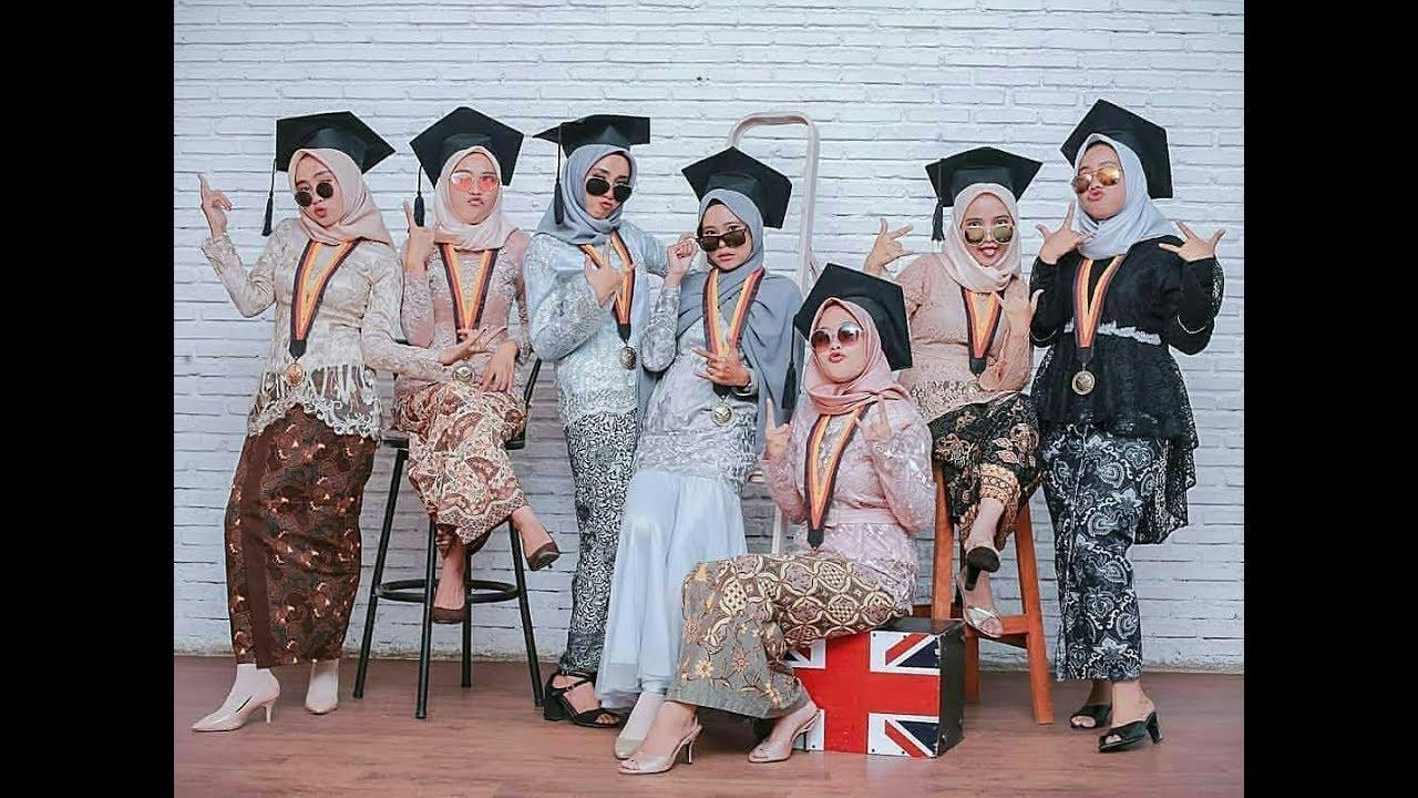 Inspirasi Model Kebaya Wisuda Modern 2018 2019 Untuk Muslimah Berhijab
