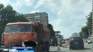 """Из-за сильной жары на дорогах Калининграда начали """"закипать"""" автомобили"""