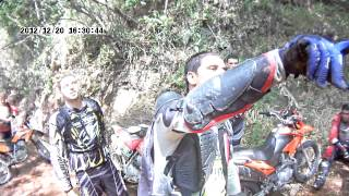 piloto de moto cross cai  na trilha equipe lagartos off road santo amaro