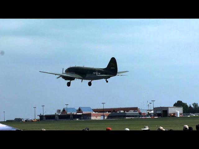 C-46 Commando Take Off - Reading 2011