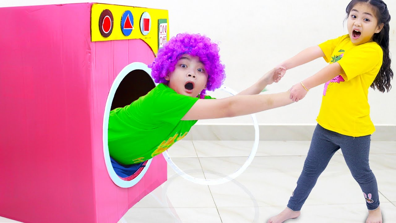 Annie and Harry Pretend Play with Toy Washing Machine