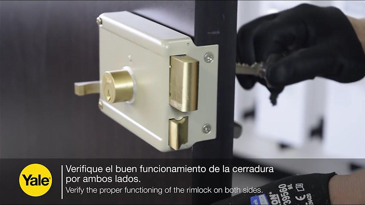 como se coloca una chapa de puerta metalica