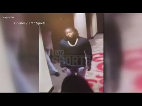 Video shows NFL star Kareem Hunt kicking, shoving woman