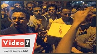 خالد أبو بكر يوزع 2000 كرتونة رمضانية على أهالى قريته بالفيوم