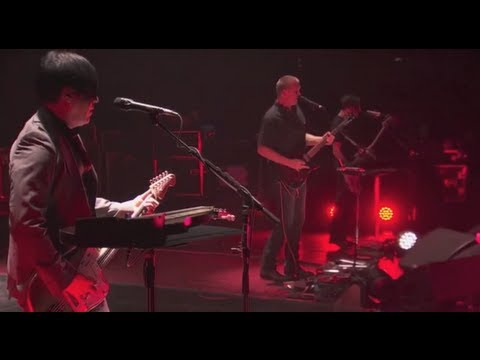 Queens of the Stone Age - I Sat By The Ocean - Live