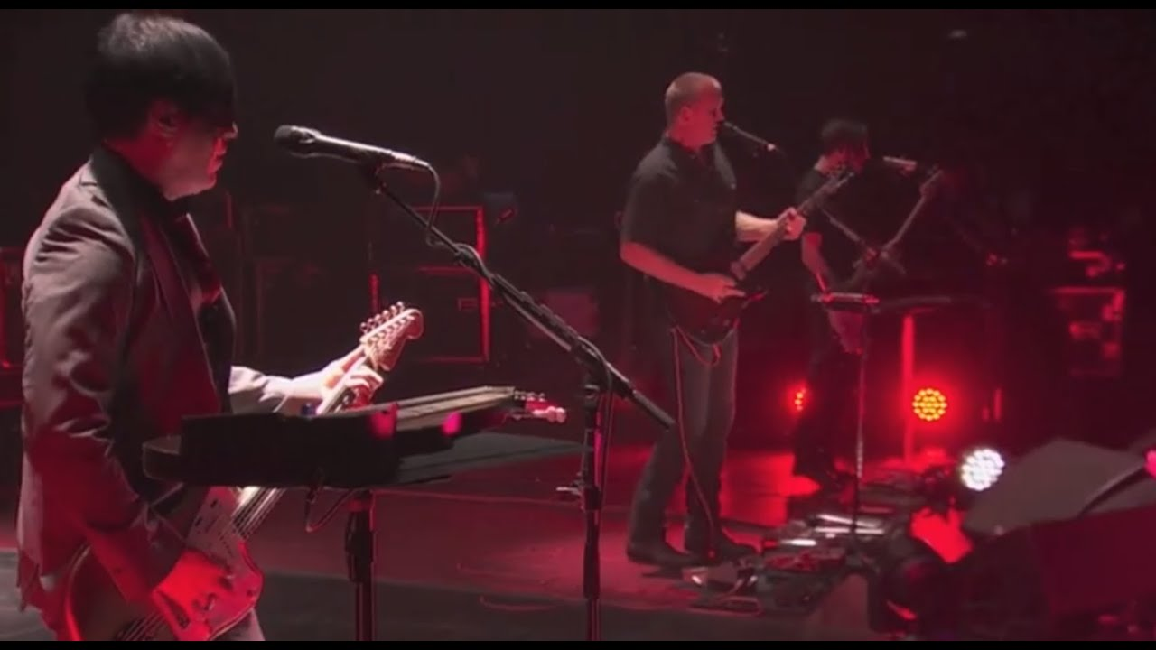 queens-of-the-stone-age-i-sat-by-the-ocean-live-queens-of-the-stone-age