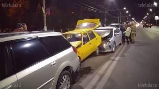 На пр. Ленина в Туле Lexus «собрал» пять авто