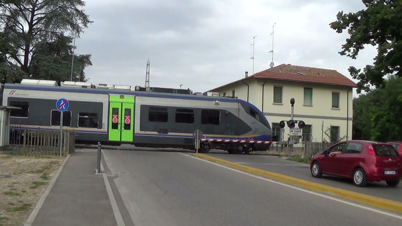 Passaggio a livello con semibarriere di via Guglielmo Oberdan - Faenza (RA) #2 / Level Crossing